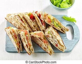 gevarieerd, sandwiches, op, houten, scherpe raad