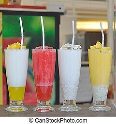 gevarieerd, van, smoothie, drank, op, tafel.