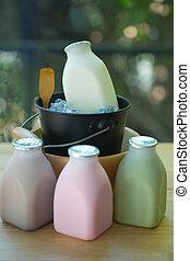 gevarieerd, van, verse melk, aroma, in, flessen, op, wooden table