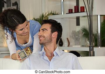geven, vrouw, cadeau, boyfriend