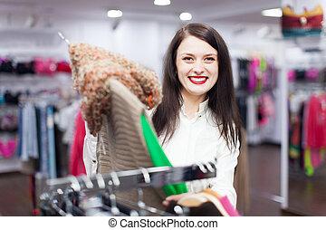 gewoon, koper, op, de opslag van de kleding
