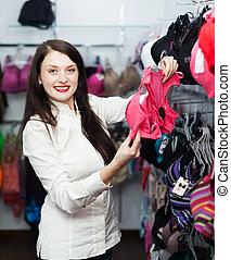 gewoon, meisje, kies, ondergoed, op, winkel