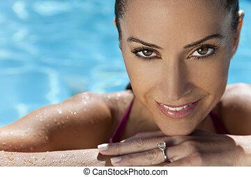 gezicht, van, een, mooi, glimlachende vrouw, relaxen, in, zwembad