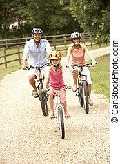 gezin, cycling, in, platteland, vervelend, veiligheid,...