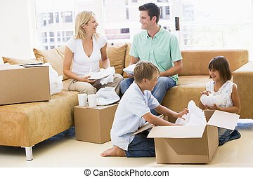 gezin, dozen, thuis, nieuw, het glimlachen, uitpakken