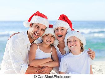 gezin, gedurende, kerstmis dag, aan het strand