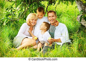 gezin, groot, buitenshuis, plezier, hebben, vrolijke