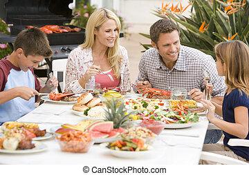 gezin, het genieten van, een, barbeque