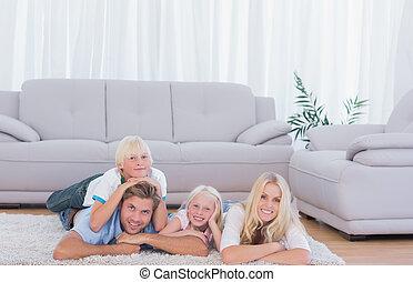 gezin, het liggen, tapijt