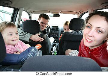 gezin, in auto, 2