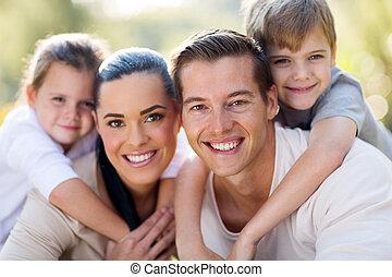 gezin, jonge, samen, plezier, hebben, hartelijk