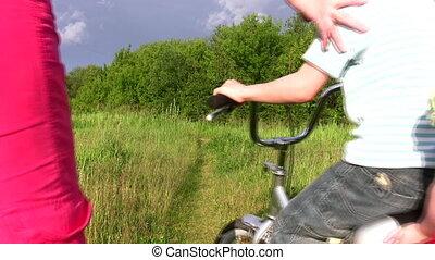 gezin, met, fiets