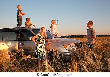 gezin, met, kinderen, op, offroad, auto