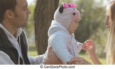 gezin, natuur, park, herfst, baby, vrolijke