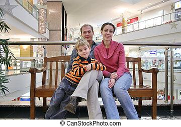 gezin, op, bankje, in, winkel