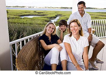 gezin, op vakantie, zitten samen, op, terras