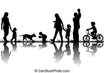 gezin, silhouettes, in, natuur
