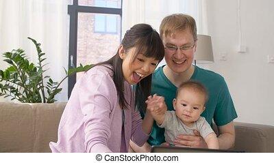 gezin, tablet pc, baby, thuis, vrolijke