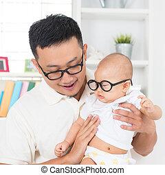 gezin, vader, jonge, glasses., aziatisch kind, home., nerd