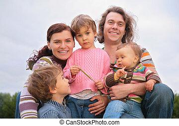 gezin, van, vijf, verticaal, op, natuur