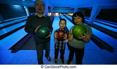 gezin, verblijf, met, gelul, in, bowling, club