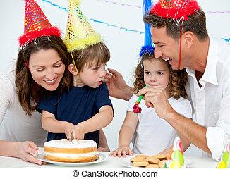 gezin, vieren, een, jarig