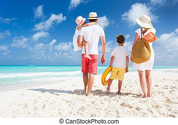 gezin, zet op het strand vakantie