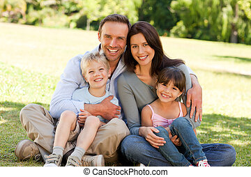 gezin, zitting in het park