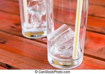 ghiaccio, in, vetro, su, rad, tavola legno