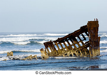 Ghost ship - Historic shipwreck of Peter Iredale, Fort...