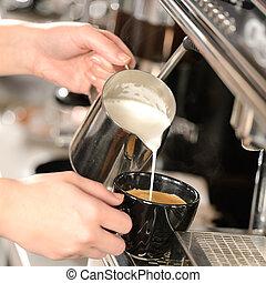gießen, cappuccino, hände, machen, milch, kellnerin