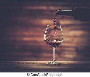 gießen, hölzern, gegen, glas, hintergrund, rotwein