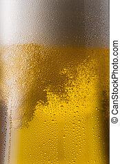 gießen, kaltes bier, in, a, glas