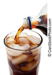 gießen, soda, in, a, glas