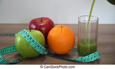 gieten, fris, groene, smoothie, en, vruchten
