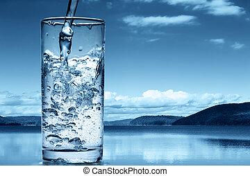 gietend water, in, een, glas, tegen, de, natuur, achtergrond