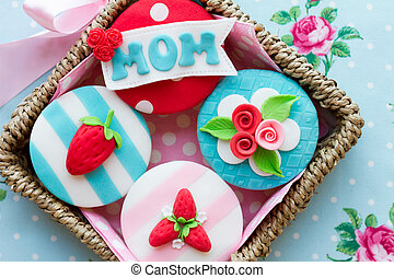 Mother's day cupcakes - Gift basket of Mother's day cupcakes