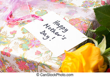 """Gift Tag that Reads """"Happy Mother's Day!"""""""