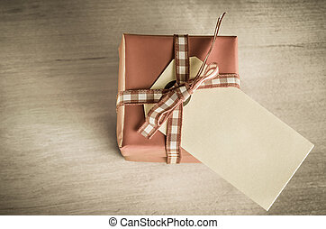 Giftbox with Label Overhead