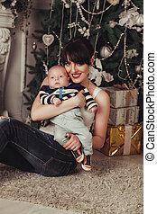 gifts., arbre, mère, bébé, portrait, décoré, noël heureux, litle