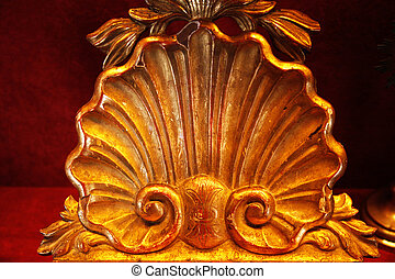 Gilded Baroque Clamshell