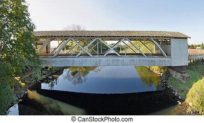 Gilkey Covered Bridge in Oregon