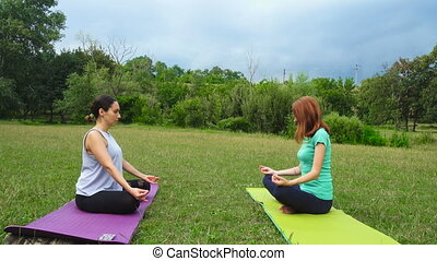 gilrs, pratiquer, yoga, deux, exercices