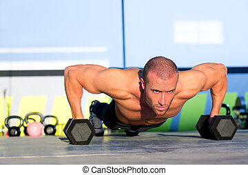 gimnasio, hombre, tracción, fuerza, pushup, con, dumbbell