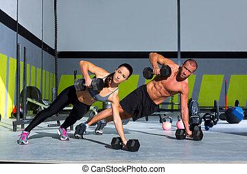 gimnasio, hombre y mujer, tracción, fuerza, pushup