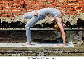 gimnastyka, yoga