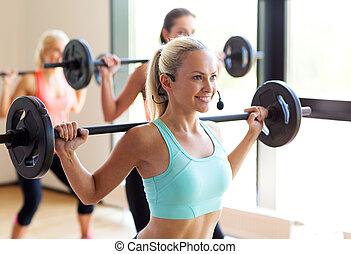 ginásio, barbells, grupo, mulheres