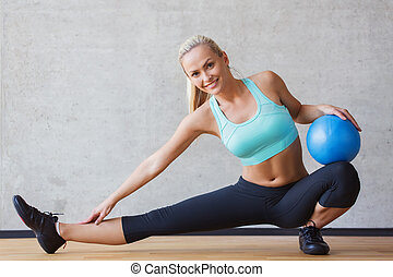 ginásio, bola, sorrindo, exercício, mulher