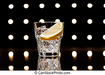Gin Tonic Tom Collins on the dance floor
