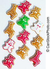 Gingerbread bears and giraffe in wh